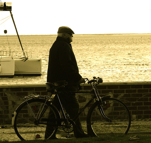 elderly man w. bicycle, pic